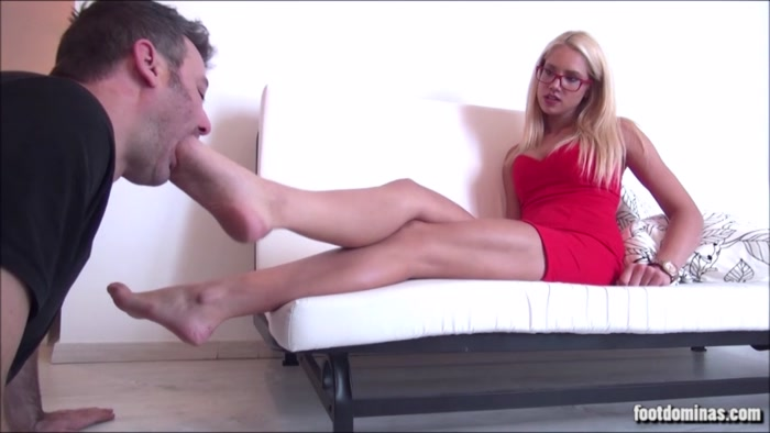 Zoe - The Rich And The Poor - Elegant Foot Worship