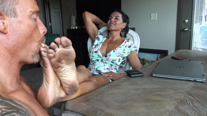 Goddess Zephy - Foot cucky's favorite: dirty Goddess feet!