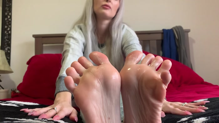 crystalinked - Do you like stroking to my oily feet