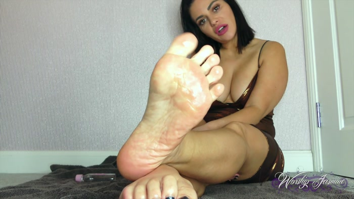Worship Jasmine – Oiled Feet