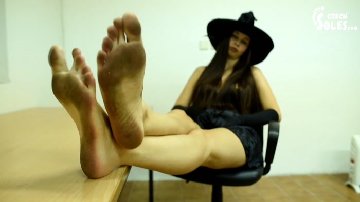 Czech Soles – Mean dominant Witch making you worship her feet