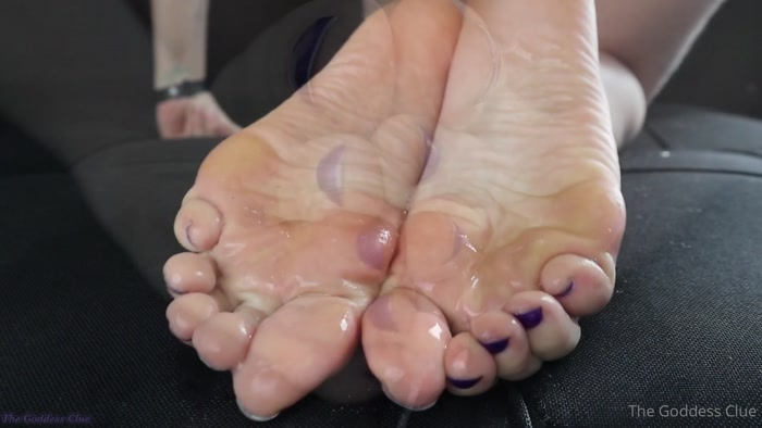 the goddess clue - Wet and mesmerizing. My feet drenched in my spit