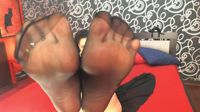 Goddess Helen – Nylon Feet Seduction 8