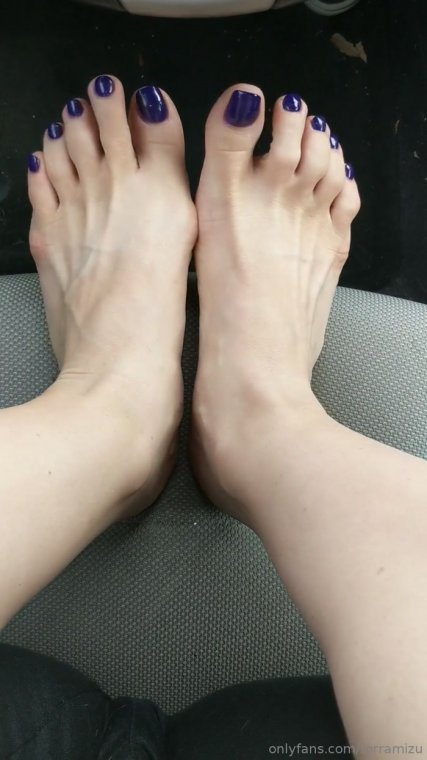 terramizu - Ready to cum on some freshly pedicuredf eet