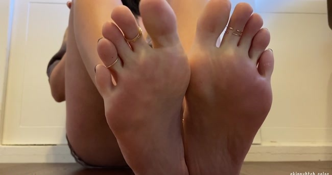 Skinnybtch soles - Foot Goddess Domination