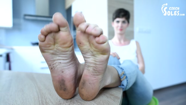 Czech Soles - Sexy DIRTY and smelly feet really need a bath