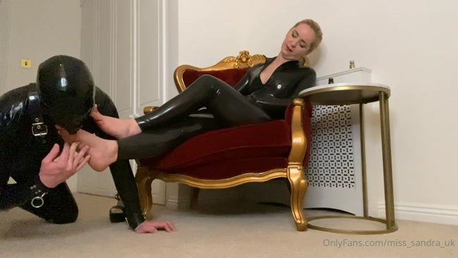 Mistress Sandra - Sniff And Worship